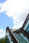 歩道橋と青い空