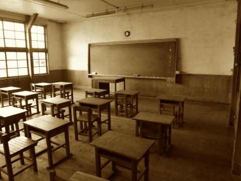 廃校舎の教室