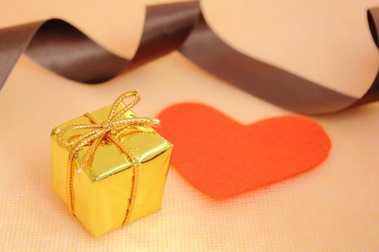 プレゼントと赤いハート2