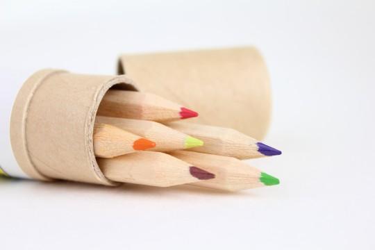 色鉛筆のケースと色鉛筆