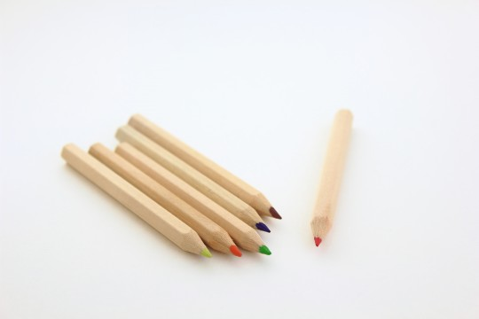色鉛筆の赤だけ別
