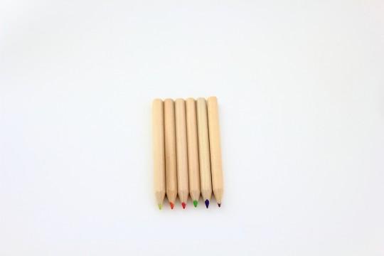 色鉛筆一列に整列