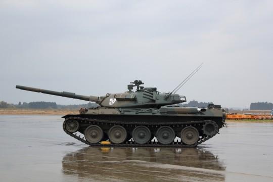 雨の中の戦車