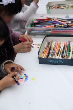 絵を描く子ども