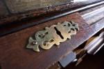 古い机の鍵穴