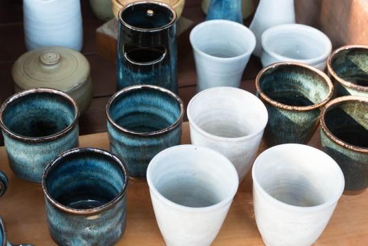 陶器の湯のみ