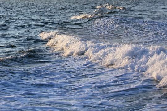 波たつ玄界灘