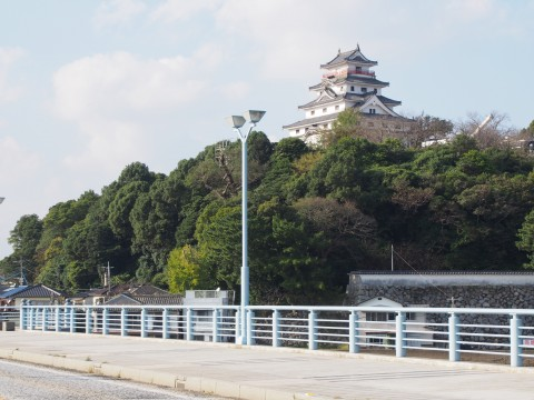 舞鶴橋から見た唐津城