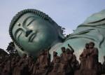 大仏涅槃像と羅漢像