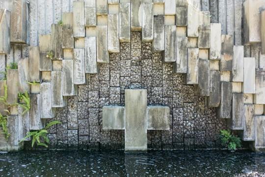 水面の十字架