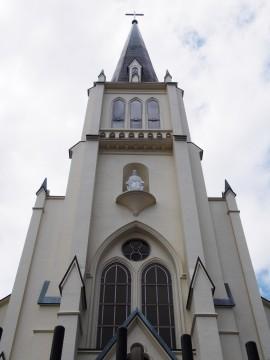 白い教会の建物