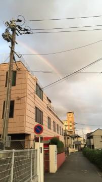 虹がかかった夕方の空
