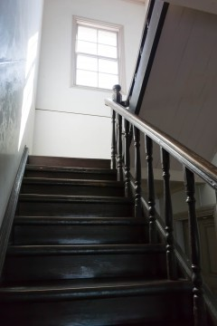 古い洋館の階段