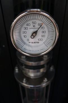 シンプルでクールな温度計