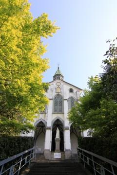 階段の先の教会