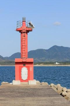 小さな赤い灯台