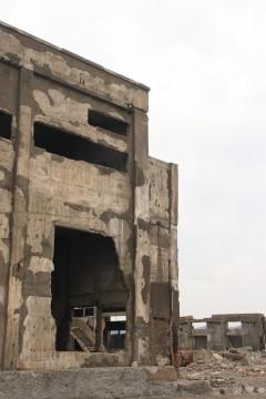 軍艦島の朽ちた建物