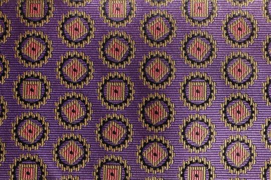 丸と四角の模様の布