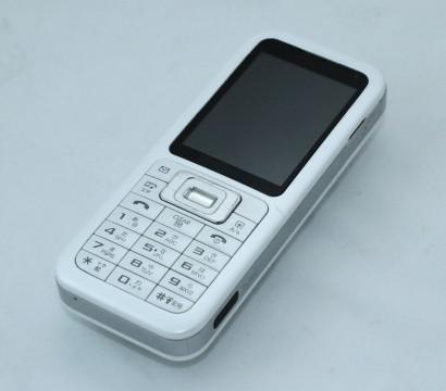白い携帯電話