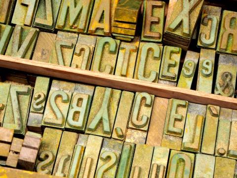 アンティークのアルファベットの活字