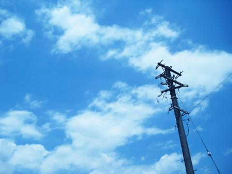 電信柱と青空