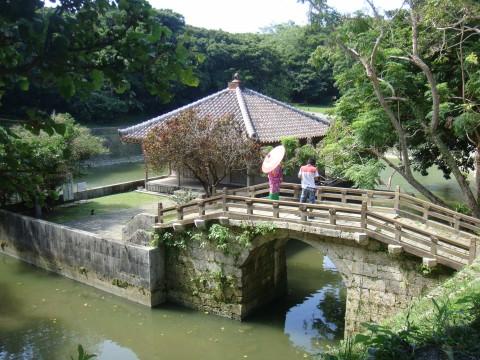 弁財天堂と円鑑池