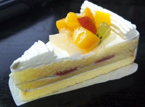 フルーツが乗ったケーキ