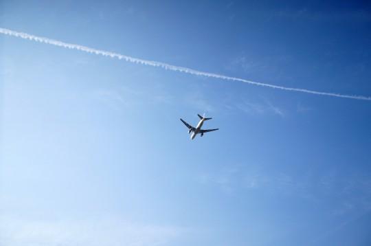 飛行機とひこうき雲