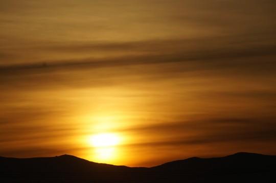 稜線と朝日