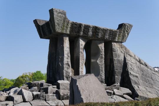 久留米中央公園の巨石モニュメント