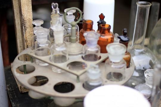 色々な薬品の瓶