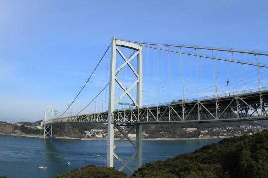 朝の関門橋