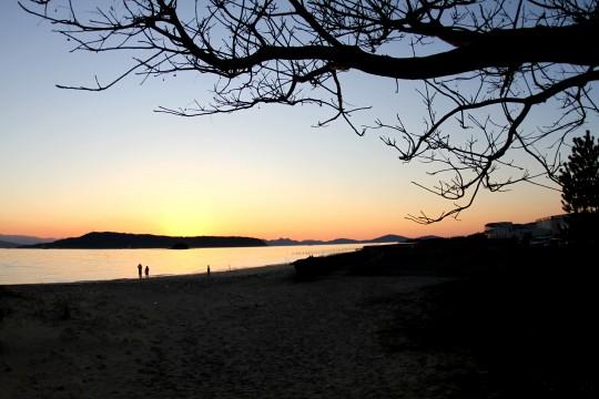 日暮れの砂浜