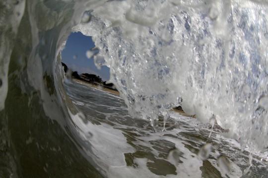 晴れの日の波2