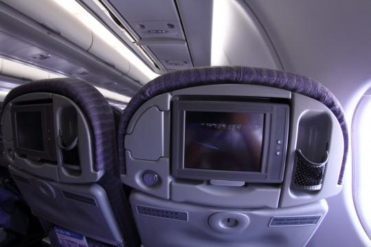 飛行機のパーソナルテレビ