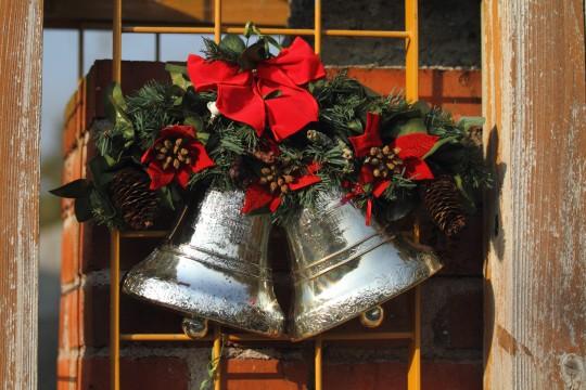 鈴がついたクリスマス飾り