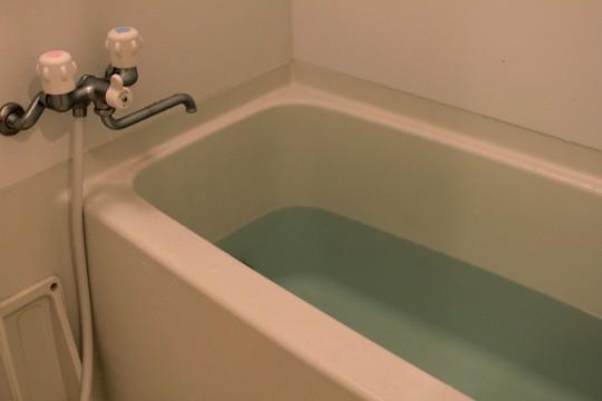 お湯を張った浴槽