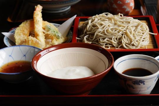 とろろ蕎麦と天ぷらのセット
