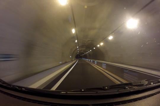 トンネル走行中