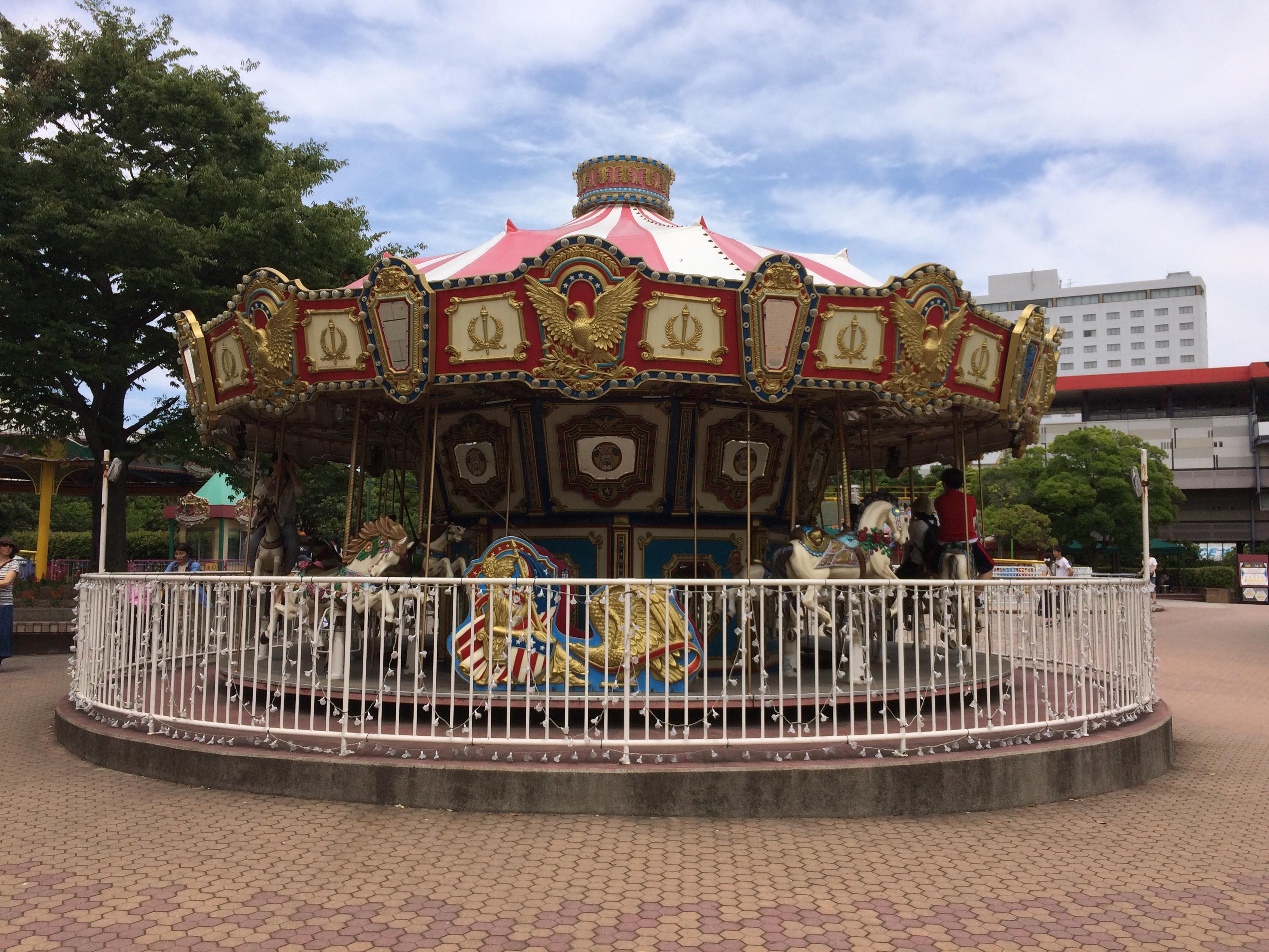 遊園地のメリーゴーランド