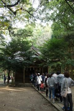 神社に並ぶ人たち