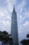 下から見た福岡タワー