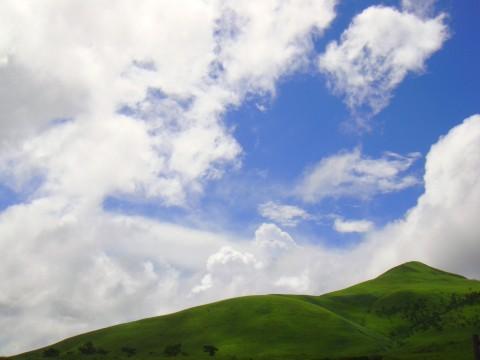 青い空と由布岳