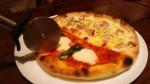 マルゲリータとゴルゴンゾーラのピザ