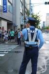 交通整理をする警察官