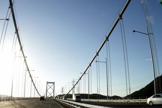 橋の上を走行中