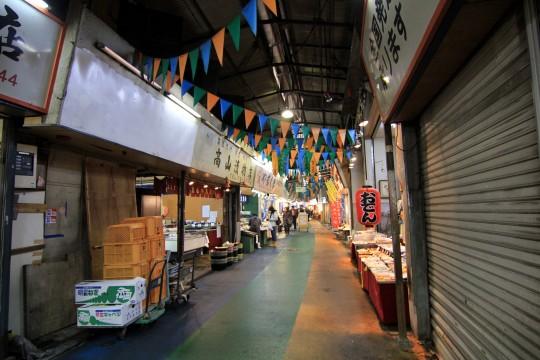 立ち並ぶ商店街のお店