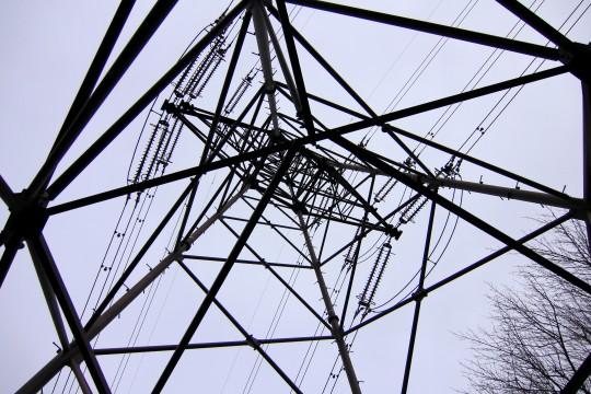 下から見上げた鉄塔