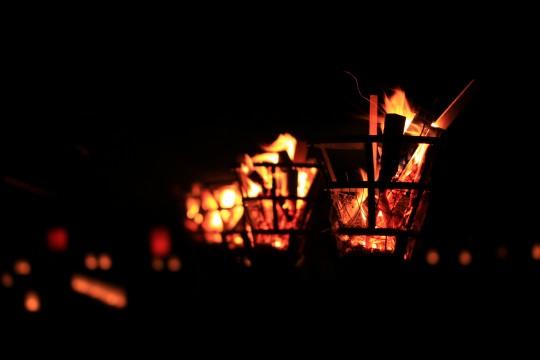 燃えさかる篝火