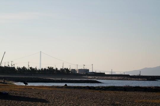朝靄の明石海峡大橋